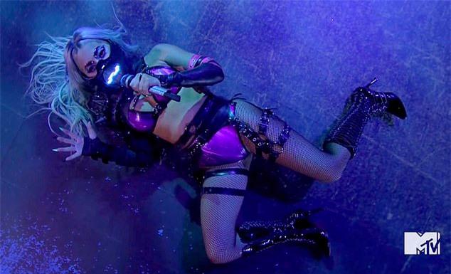 Gaga trình bày loạt bản hit khác của cô trong album mới như Chromatica II, Enigma, 911 và Stupid Love.