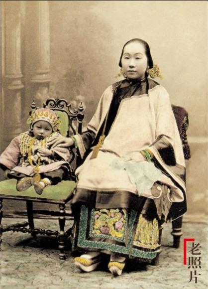 Loạt ảnh cũ phản ánh chân thực nhất về những phụ nữ người Hán vào cuối thời nhà Thanh - Ảnh 1.
