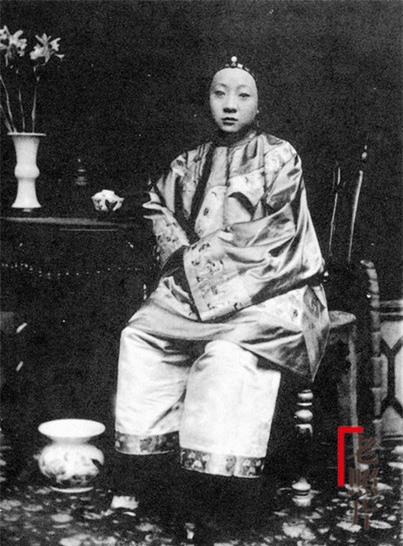 Loạt ảnh cũ phản ánh chân thực nhất về những phụ nữ người Hán vào cuối thời nhà Thanh - Ảnh 9.