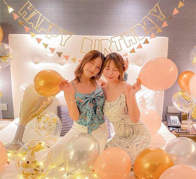 Gia Văn và bạn thân trong ngày sinh nhật tuổi 28.