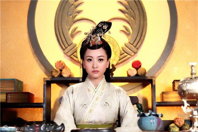 """Nữ nhân """"đỉnh"""" nhất Trung Hoa phong kiến: Cãi lời gia đình cưới tên lính gác cổng rồi sinh 4 con trai làm Đế vương và 2 con gái làm Hoàng hậu - Ảnh 1."""