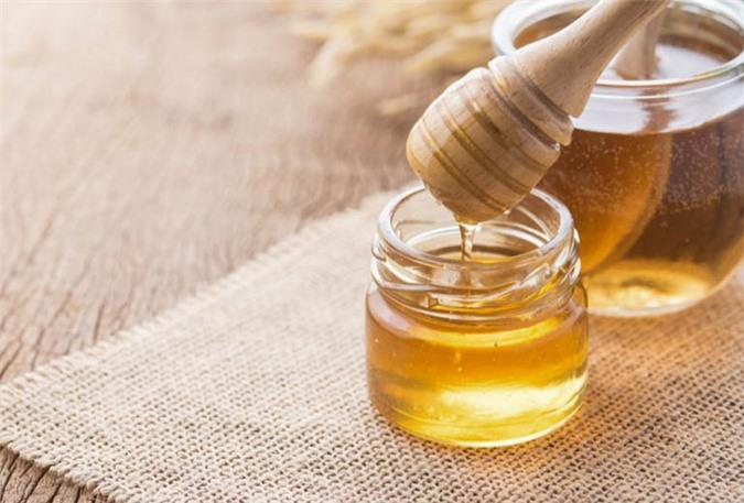 Không uống mật ong trước khi đi ngủ