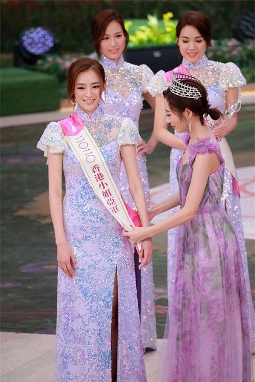 Trong khi đó, hai Á hậu là Trần Trinh Di (23 tuổi)...