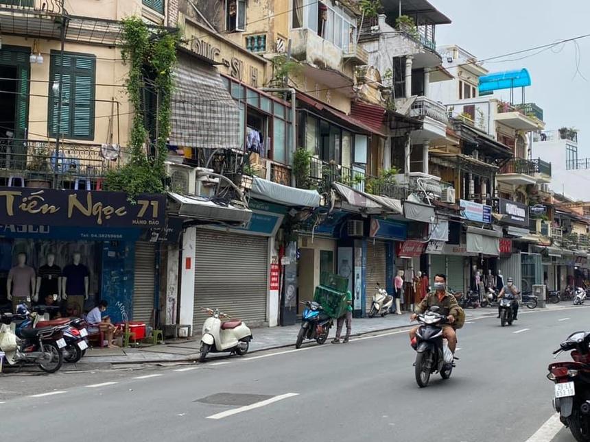 Các cửa hàng bán lẻ trong phố cổ mặc dù giảm giá thuê nhưng vẫn khó tìm được khách thuê
