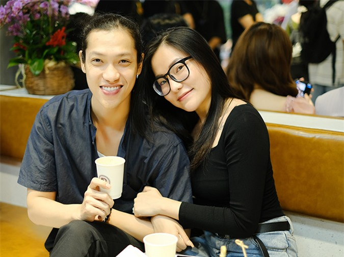 Vợ cũ của Lâm Vinh Hải và Lý Phương Châu cũng có mặt trong buổi tiệc khai trương của Ngô Kiến Huy. Cô hạnh phúc bên bạn trai Hiền Sến.