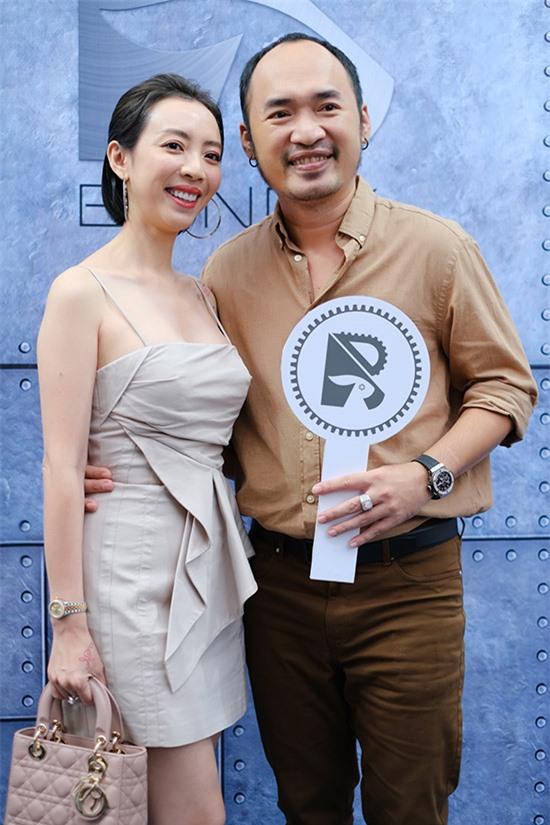 Cặp diễn viên hài Thu Trang - Tiến Luật tới chung vui cùng đàn em.