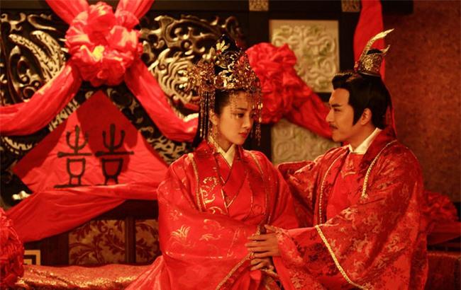 """Hoàng đế vì quá yêu Vương hậu mà tổ chức cả """"đám cưới ma"""" gả nàng cho Tiên tổ, biết danh tính của nàng ai cũng hiểu lý do vì sao - Ảnh 2."""