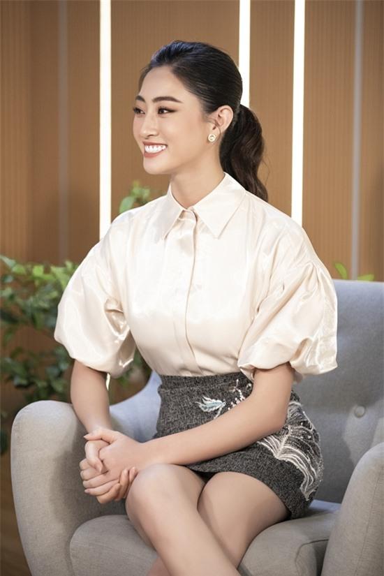 Hoa hậu Thế giới Việt Nam 2019 Lương Thùy Linh mang đến nhiều câu chuyện của bản thân khi chinh phục vương miện ở tuổi 19.