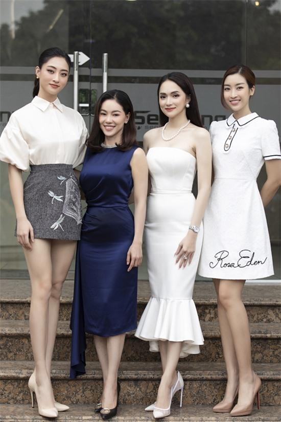 Chương trình sẽ lên sóng lúc 20h trên fanpage Hoa hậu Việt Nam, YouTube Sen Vàng TV.