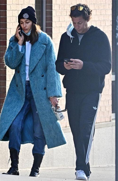 Vito và Irina từng được trông thấy bên nhau hồi tháng 3 năm nay. Siêu mẫu vài lần đến căn hộ riêng của anh chàng này ở New York. Vito trước đây là bạn trai của siêu mẫu Heidi Klum, diễn viên Amber Heard và Demi Moore.