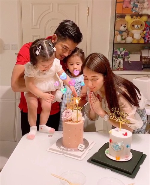 Quách Phú Thành và vợ con hạnh phúc bên nhau.