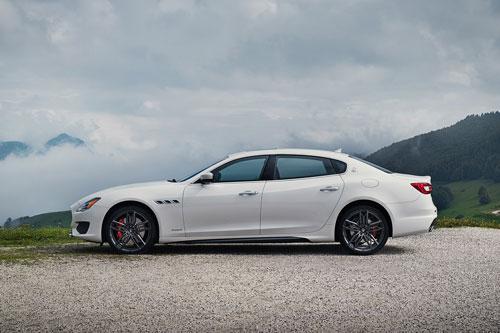 1. Maserati Quattroporte.