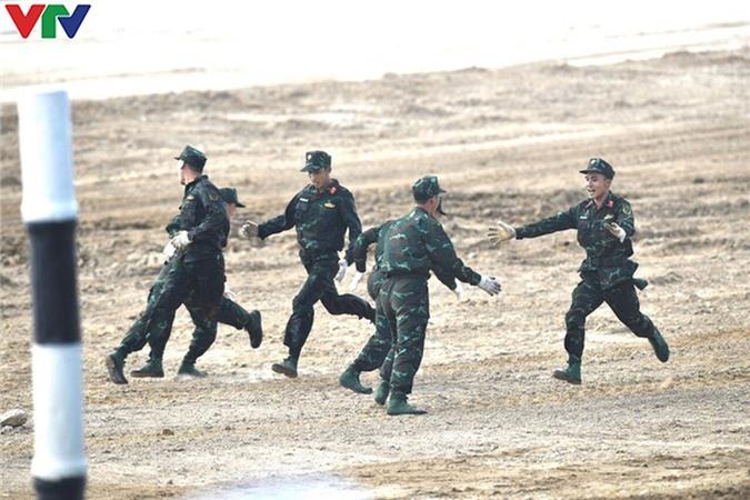 [Ảnh] Đụng ĐT Myanmar ở bán kết, ĐT Xe tăng QĐND Việt Nam tự tin tranh tài - Ảnh 11.