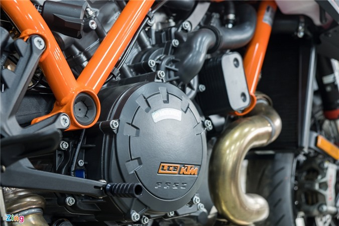 Chi tiet KTM 1290 Super Duke R anh 14