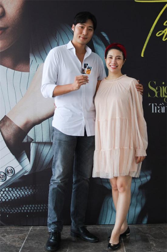 Pha Lê vẫn thỉnh thoảng tham gia các hoạt động showbiz. Trong ảnh, cô cùng chồng đến ủng hộ ca sĩ Tăng Phúc ra MV.