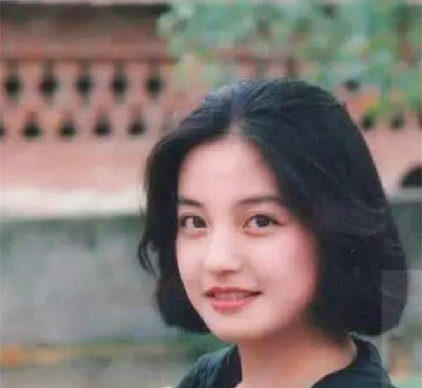 Triệu Vy gây sốt với nhan sắc thời đại học đẹp như tranh vẽ, dân mạng réo tên Huỳnh Hiểu Minh khen 'gu thẩm mỹ tinh tế' 0