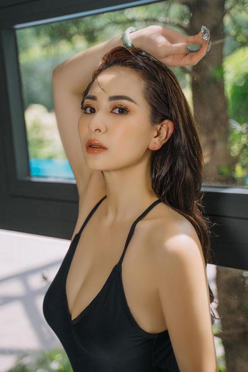 Năm 2016, khi đi diễn cùng sân khấu với danh hài Hoài Linh, người đẹp Tuyên Quang đã nhờ danh hài sinh năm 1969 này đổi tên cho mình để tránh gây nhầm lẫn.