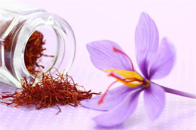 Nhụy hoa nghệ tây là một trong những loại gia vị đắt đỏ nhất thế giới.