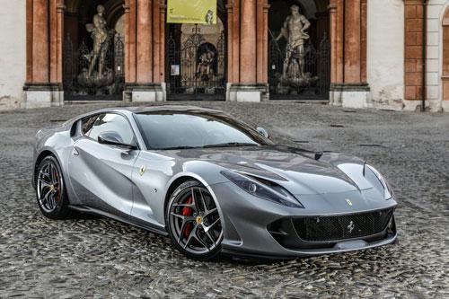 =7. Ferrari 812 Superfast 2020 (thời gian tăng tốc từ 0-100 km/h: 2,9 giây).
