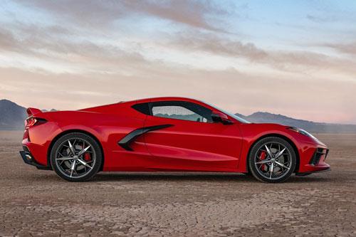 9. Chevrolet Corvette Stingray 2020 (thời gian tăng tốc từ 0-100 km/h: 3,1 giây).
