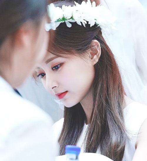 Mỹ nhân 9x này là thành viên của nhóm nhạc nữ Twice do công ty JYP Entertainment thành lập và quản lý.