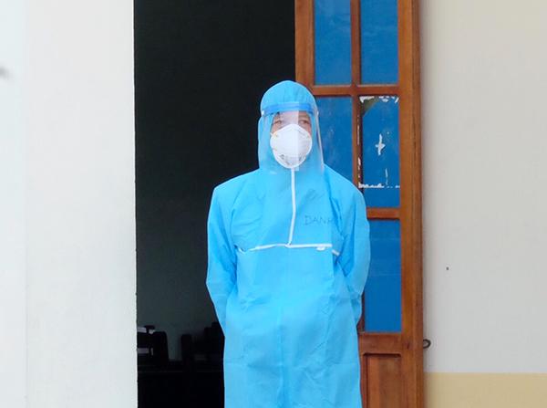 đến giám thị coi thi đều phải mặc đồ bảo hộ phòng chống dịch