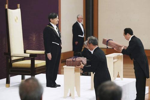 Báu vật gia truyền dâng lên Nhật hoàng Naruhito vào lễ đăng quang