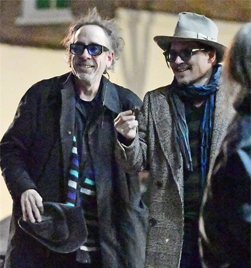 Johnny Depp đi chơi với đạo diễn Tim Burton ở London, tháng 1/2020.