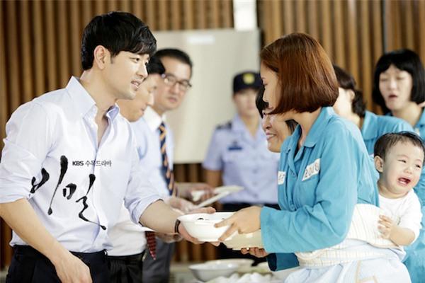 Nghe tin Hwang Jung Eum ly hôn mới thấy đời cô sao lại khổ giống phim Secret Love thế này! - Ảnh 4.