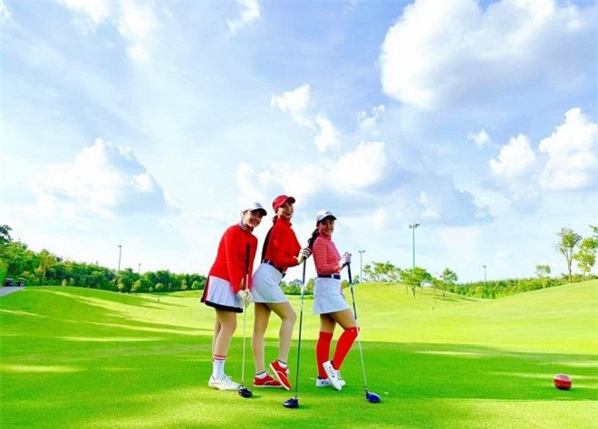 trang phục đánh golf 1