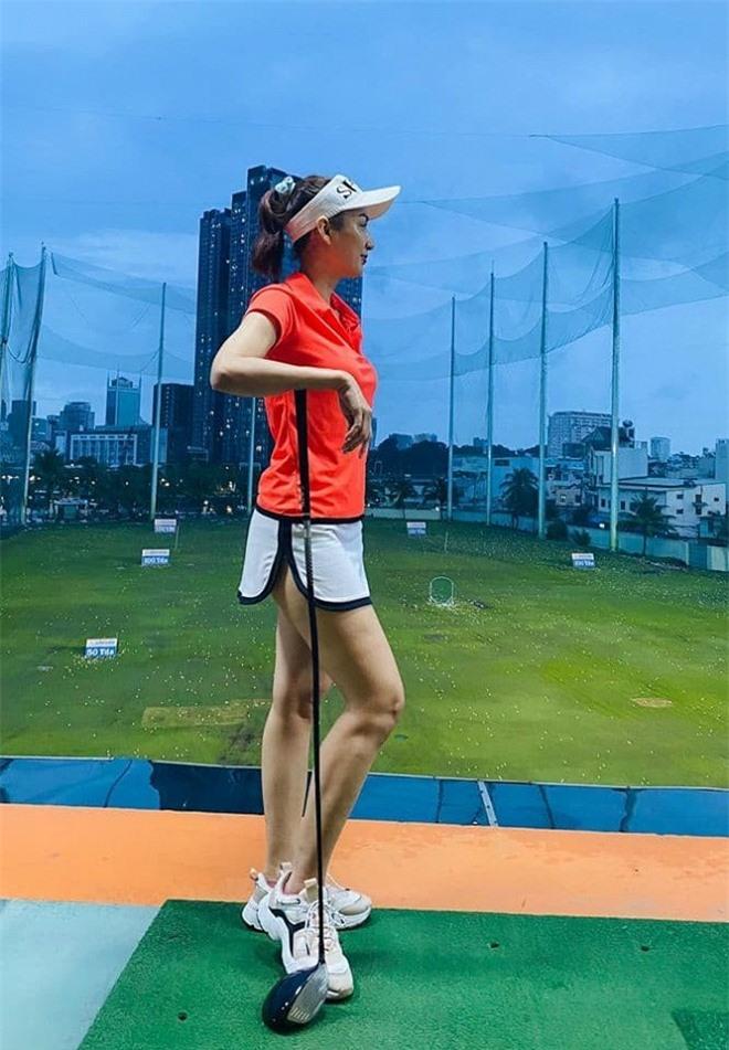 trang phục đánh golf 0