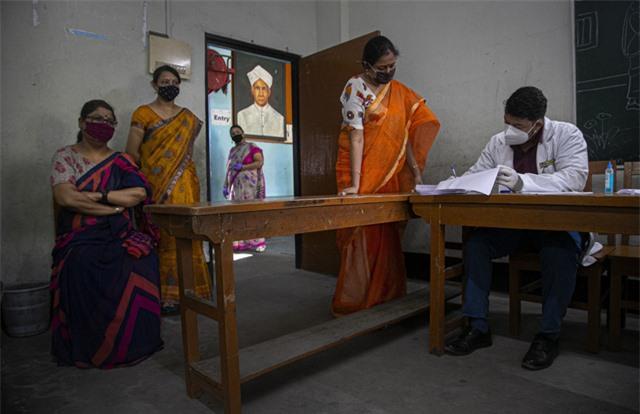 Trên 26,4 triệu người mắc COVID-19 trên toàn cầu, Ấn Độ có hơn 84.000 ca nhiễm mới trong ngày - Ảnh 1.