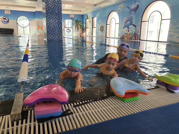 """Fuji Swimming Club còn đề cao việc """"luyện tập bơi lội như một môn thể thao trong cuộc sống""""."""