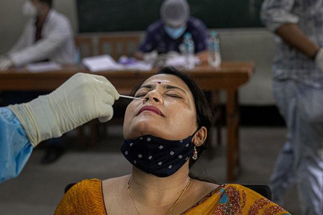 Trên thế giới, hiện trên 26,4 người đã nhiễm virus SARS-CoV-2. (Ảnh: AP)