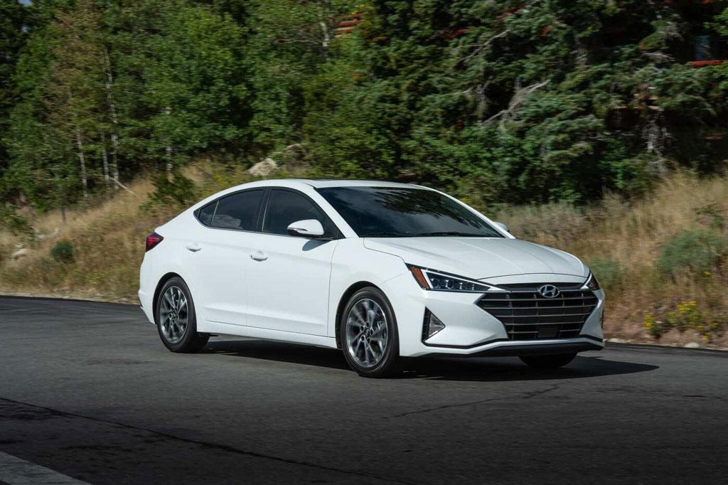 10. Hyundai Elantra (doanh số: 9.135 chiếc).