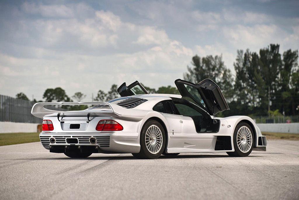 10. Mercedes-Benz CLK GTR (thời gian tăng tốc từ 0-100 km/h: 3,2 giây).