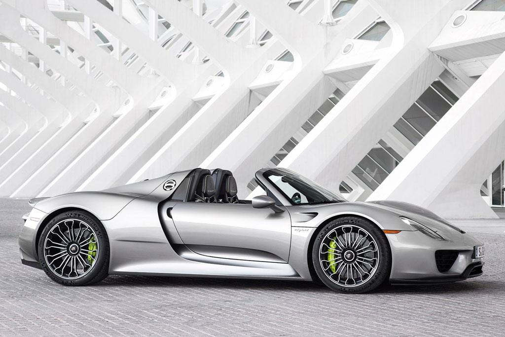 =3. Porsche 918 Spyder (thời gian tăng tốc từ 0-100 km/h: 2,7 giây).