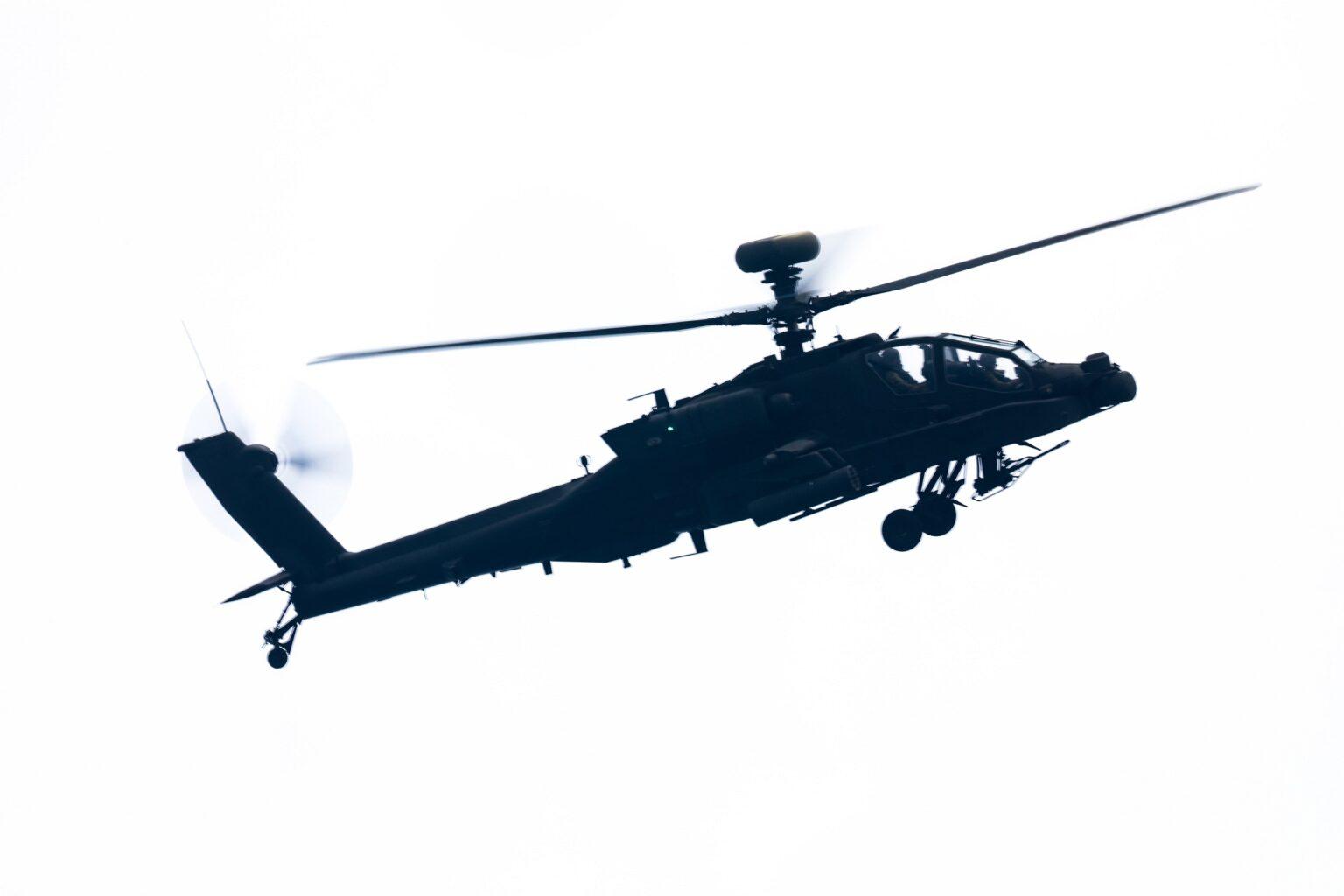Trực thăng vũ trang AH-64E Guardian sẽ được tích hợp radar điều khiển hỏa lực Longbow thế hệ mới. Ảnh: Defence Blog.