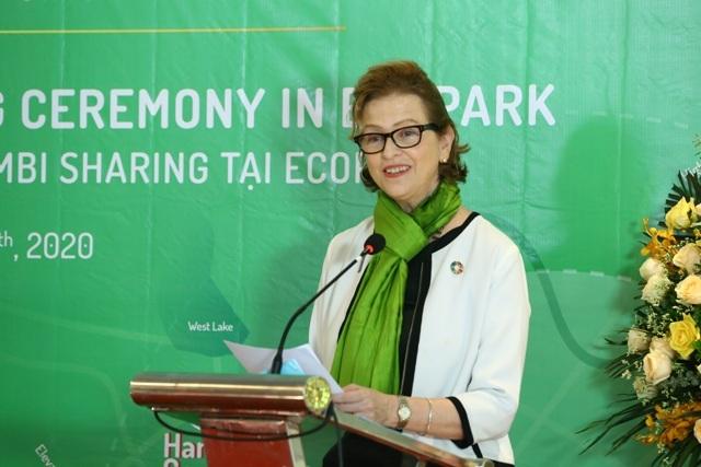 2.Bà Caitlin Wiesen, Trưởng đại diện thường trú của UNDP tại Việt Nam kêu gọi thúc đẩy di chuyển xanh để giảm ô nhiễm.