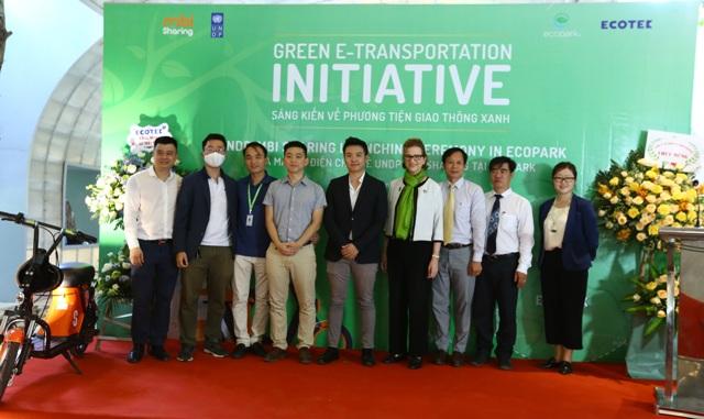 Các đại biểu tham dự lễ công bố