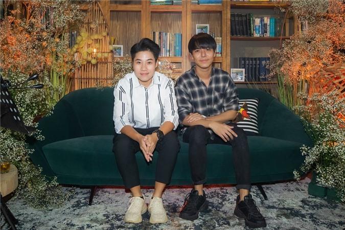Đại diễn Đinh Hà Uyên Thư (trái) và nhạc sĩ Đỗ Hiếu.