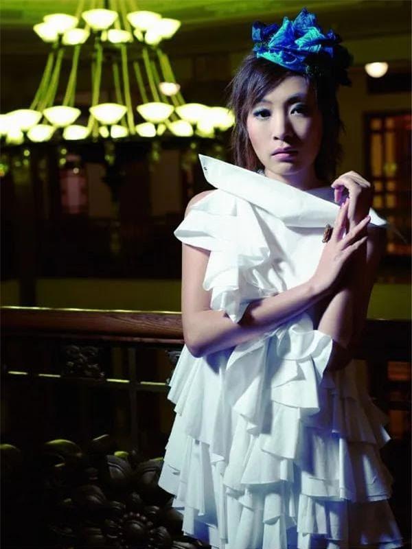 Nữ ca sĩ nổi đình nổi đám chẳng kém Thiên hậu Trung Hoa: 39 tuổi tự tử để lại khối tài sản kếch xù cho 2 người chồng cũ tranh giành 14