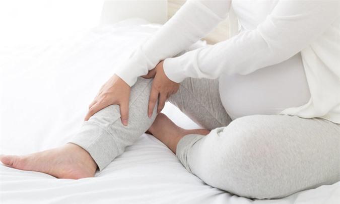 Phù chân khi mang thai có nguy hiểm không? - Ảnh 2.