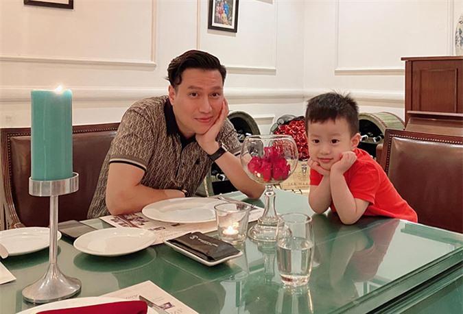 Việt Anh và con trai Đậu Đậu.