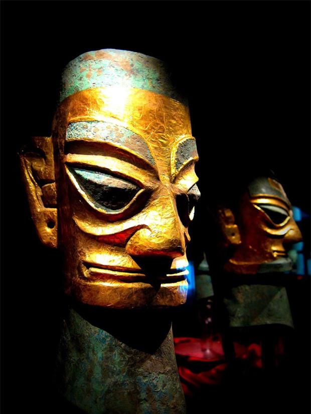 Mặt nạ vàng được tìm thấy tại di chỉ Tam Tinh Đôi hé lộ về một nền văn minh cực thịnh.