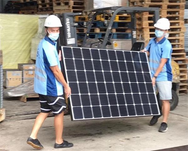 Trần Quốc Phong và Mạc Gia Kiềm được bạn bè giới thiệu tới làm việc tại cảng container. Ảnh: On.