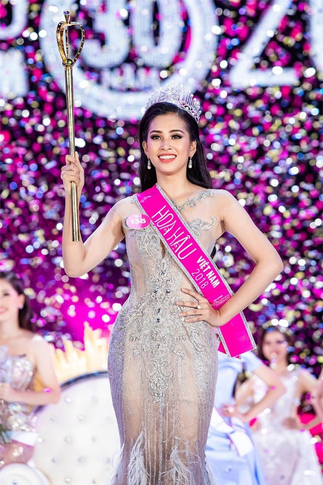 Hoa hậu Việt Nam 2018 Tiểu Vy trưởng thành thế nào sau 2 năm đăng quang? - ảnh 4