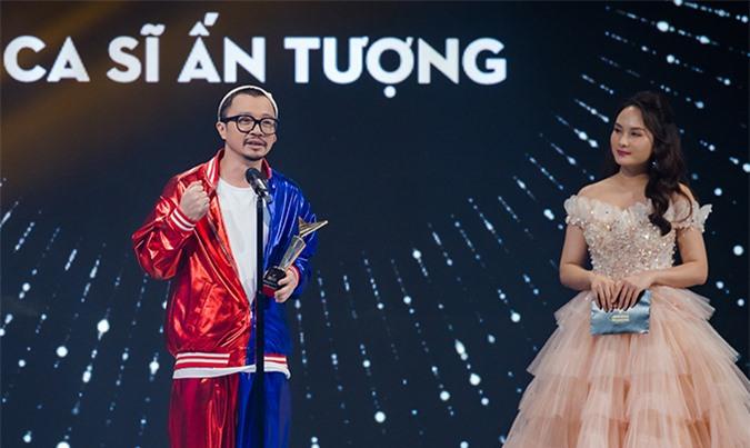 Ca sĩ Hà Lê nhận giải Ca sĩ ấn tượng với loạt sản phẩm làm mới nhạc Trịnh.