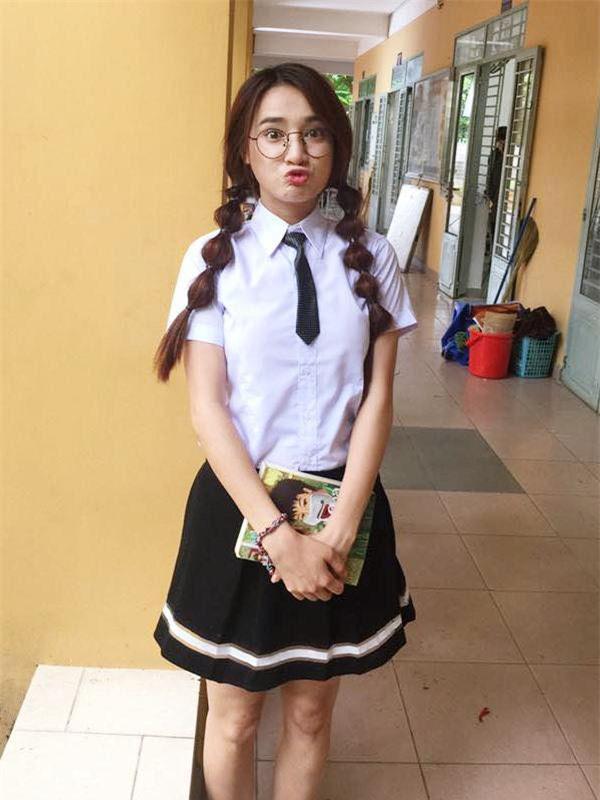 Ngày khai giảng, Nhã Phương, Diễm My 9X khoe ảnh học sinh siêu dễ thương - Ảnh 1.