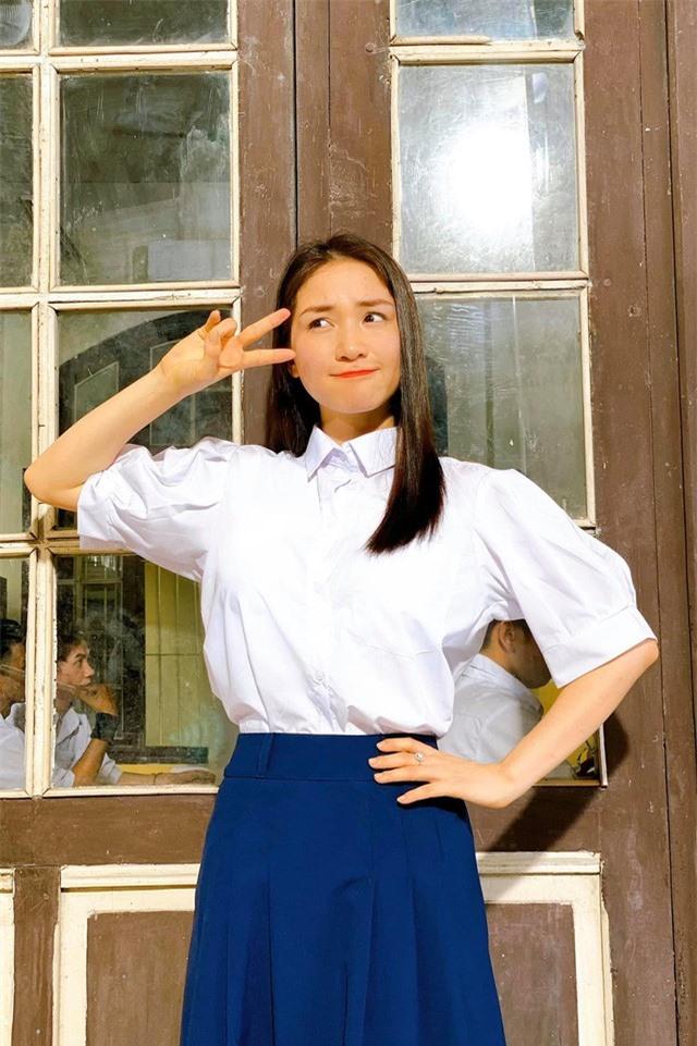 Ngày khai giảng, Nhã Phương, Diễm My 9X khoe ảnh học sinh siêu dễ thương - Ảnh 3.